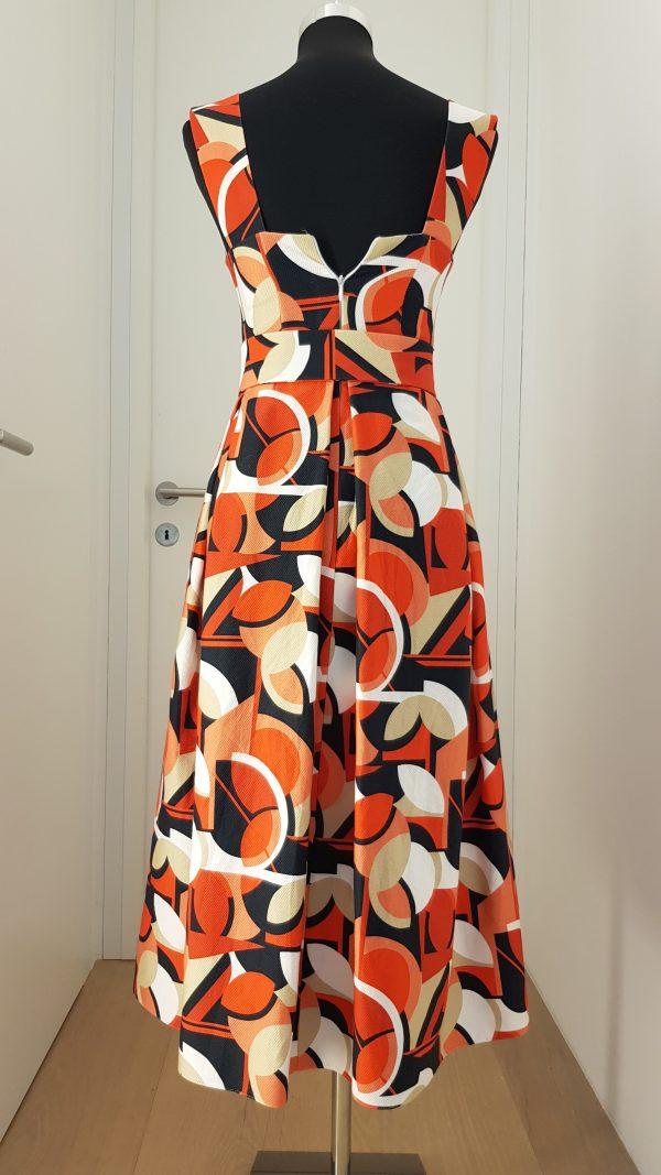 60er jahre Trägerkleid mit Gürtel und weitem Rock mit breiten Falten, in orange, rot, weiß, schwarz